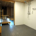 roopesaunan-suihku-ja-saunatila